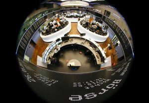 GLOBAL MARKETS-Asia shares regain footing as mood swings on trade